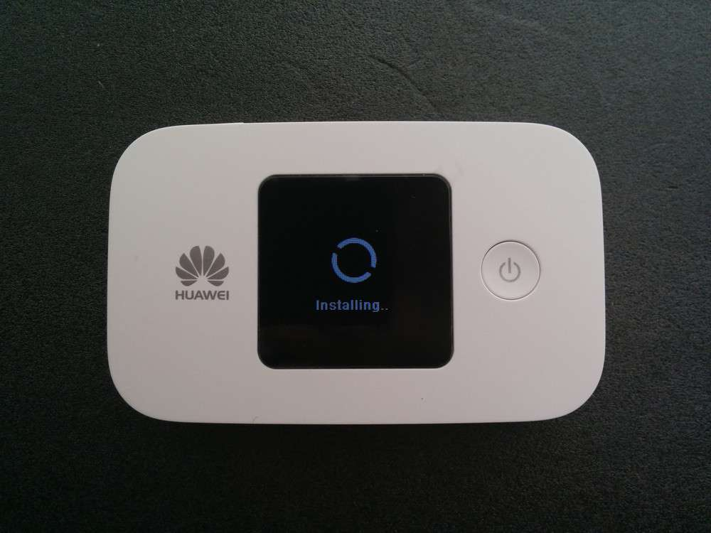 HUAWEI E5377 Mobile WiFi ソフトウェア更新中