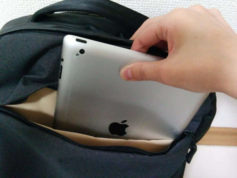 Incase City Compact Backpack iPad スペース