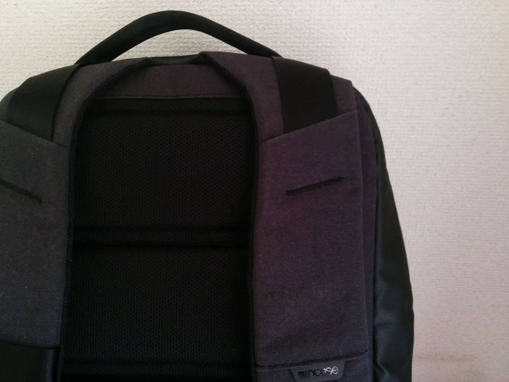 Incase City Compact Backpack クッション性